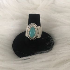 Jewelry - Turquoise & silver ring size 7
